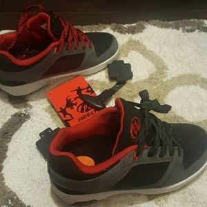 HEELEY'S BOYS SHOES SIZE 4